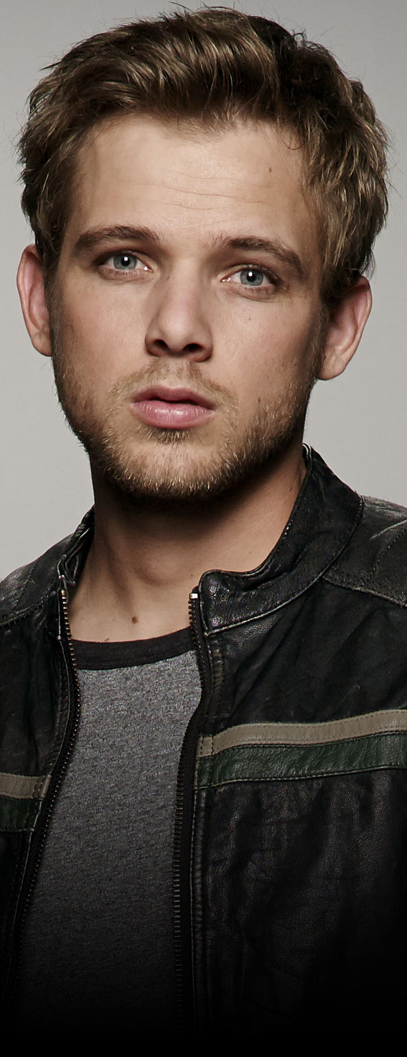 Max Thieriot - Dylan Massett