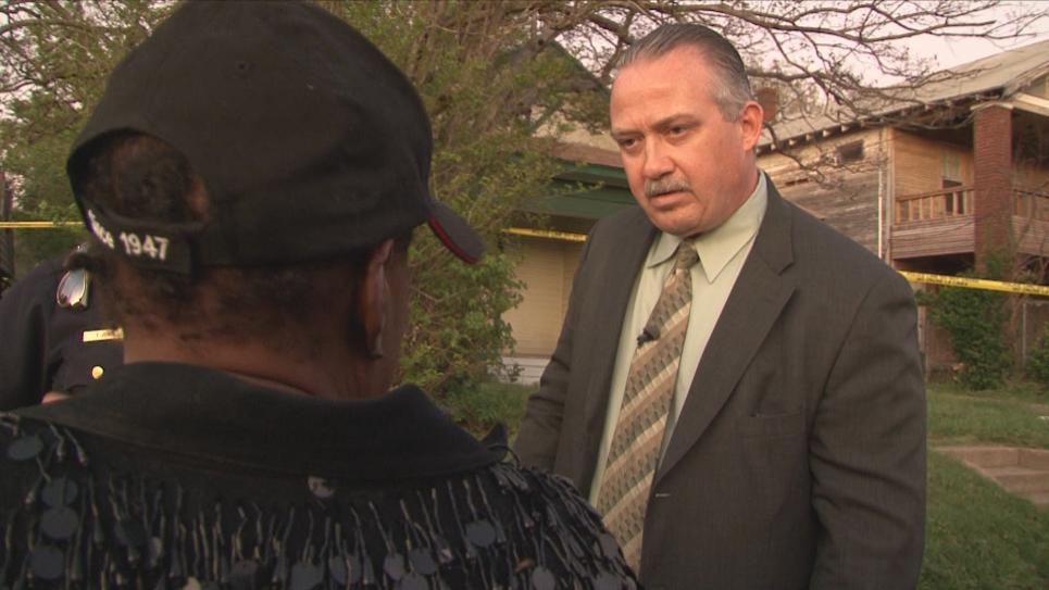 Lead Detective  Stewart talks to victim's aunt