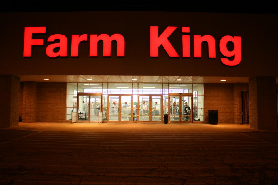 Storefront of Macomb Farm King