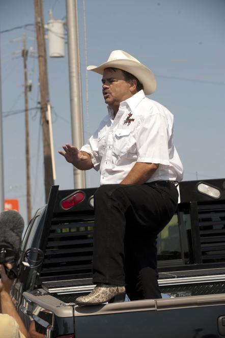 Auctioneer Walt takes Texan stance