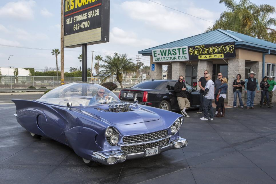 Barry Weiss arrives in crazy car
