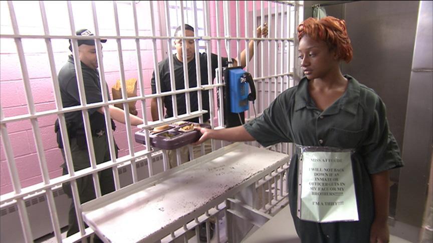 Jamehia tries jail food