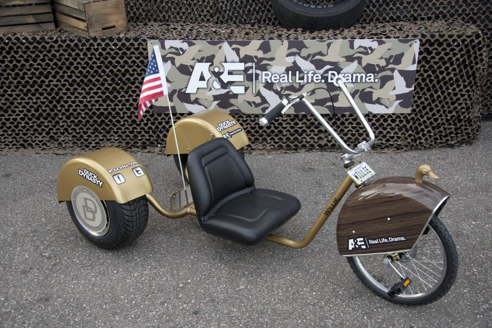 Willie displays trike at Duck Dynasty 500