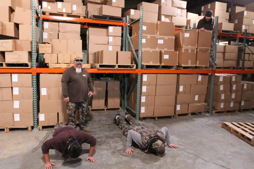 Duck Commander team does push-ups