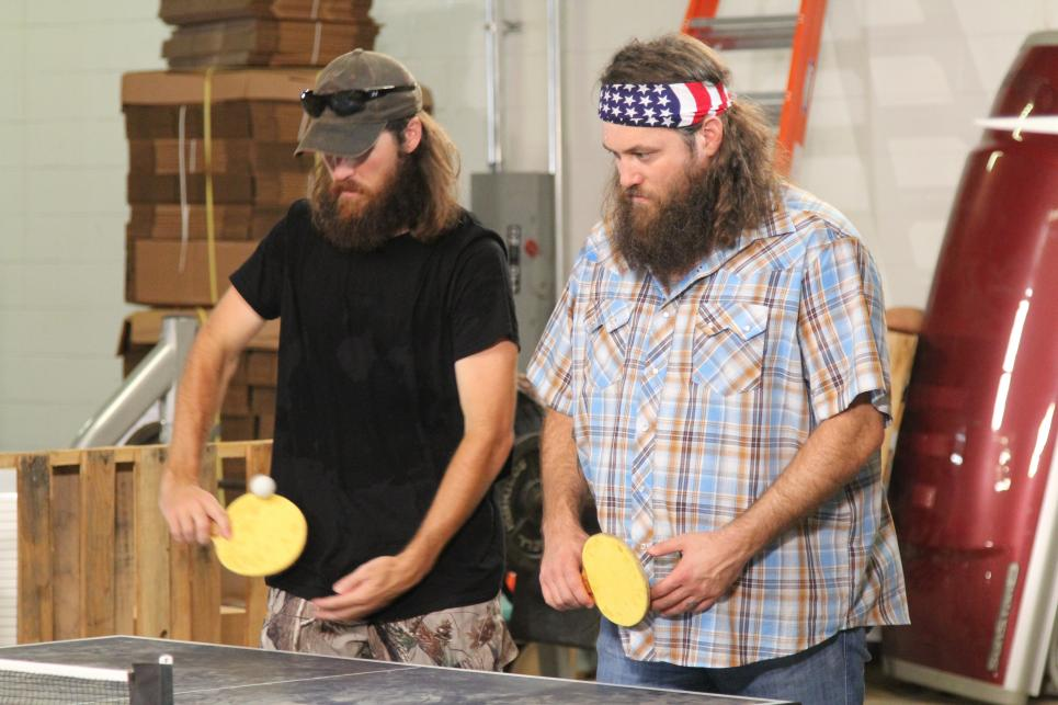 Willie and Jase play ping pong against their wives