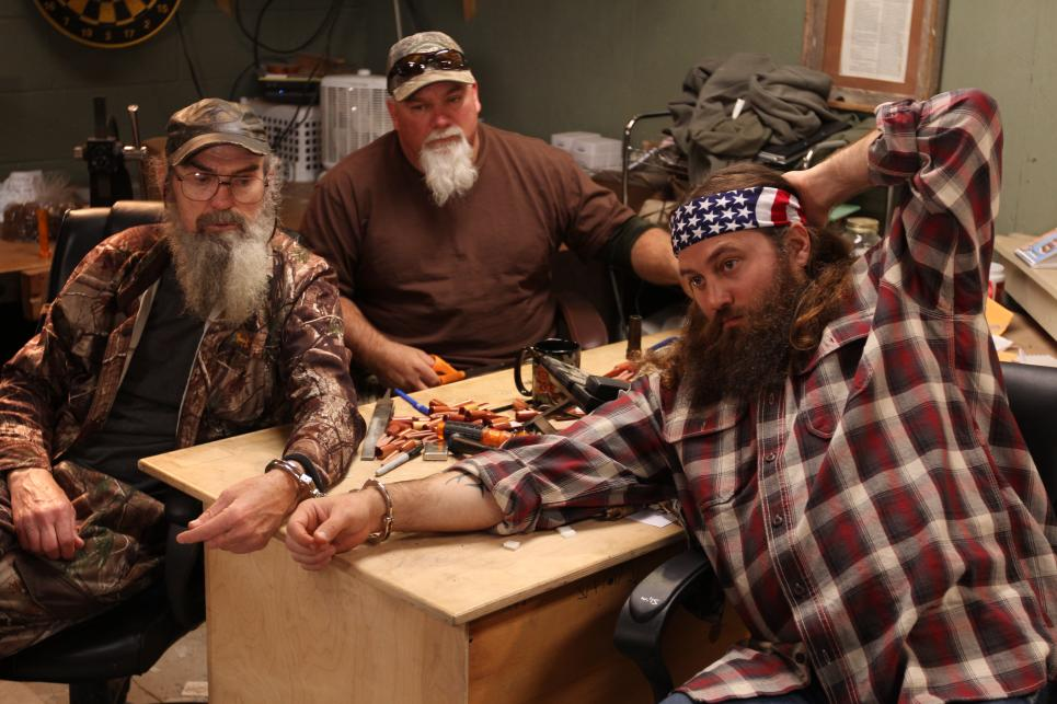 Si Robertson handcuffs himself to Willie
