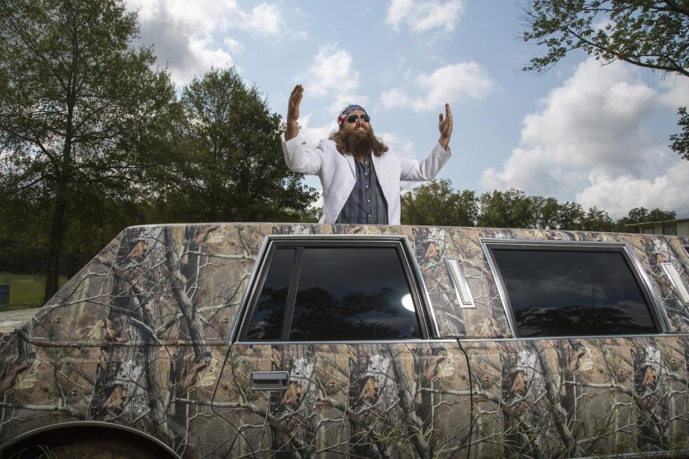 Willie Robertson leases camouflage limousine