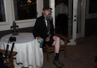 Si relaxes at party with blue cup