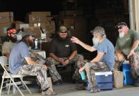 Duck Commander staff makes fun of Si's truck