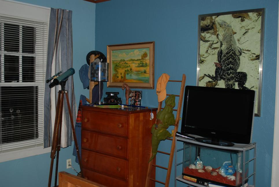 Jeff's bedroom inside Callie's house
