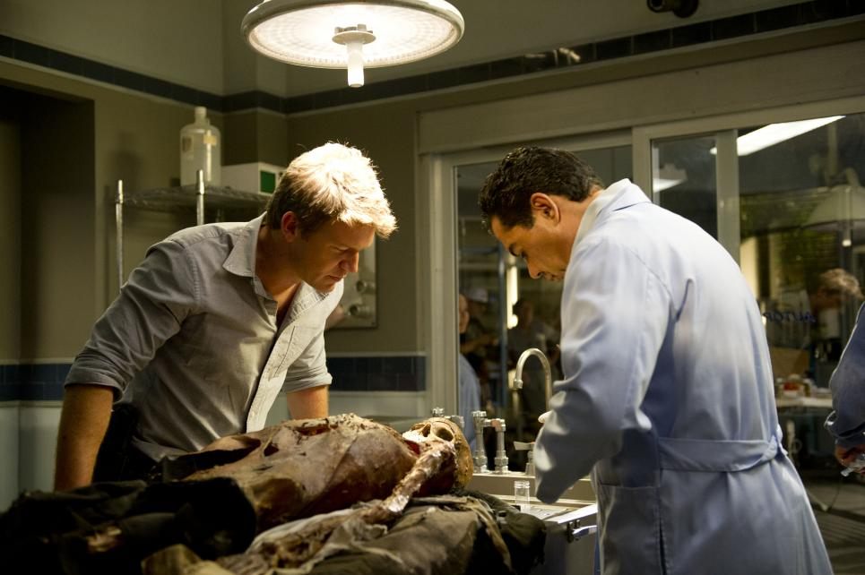 Jim and Carlos examine exhumed body in deleted scene