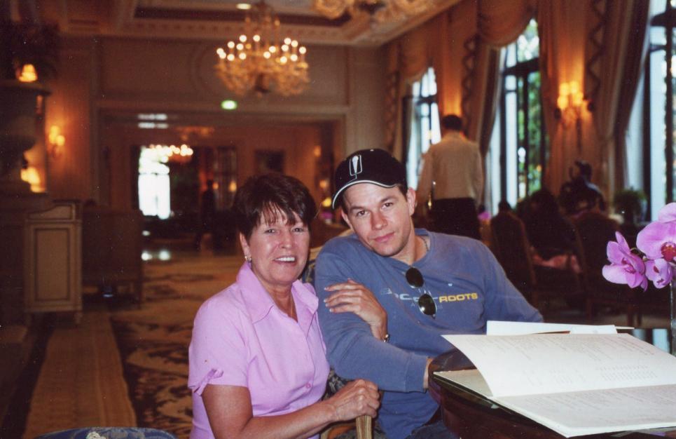 Paul Wahlberg Family Alma visits mark in paris