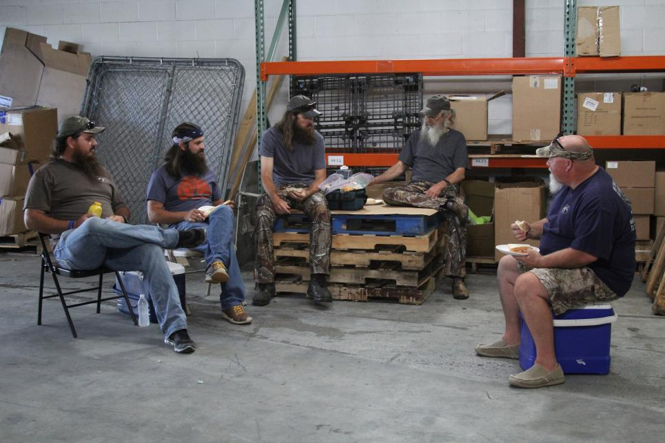 The Duck Commander Crew Discuss Mustard Plugs