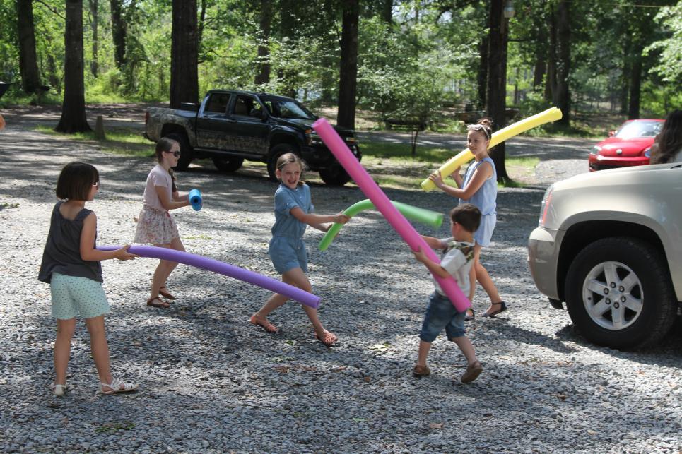 Robertson Kids Playing Before Lake House Trip