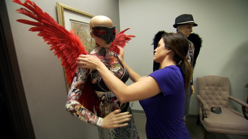 Jennifer Picks Up Mannequins