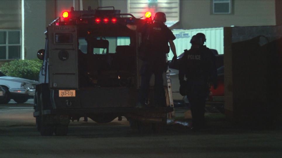 Thompson calls in the Dallas SWAT team.