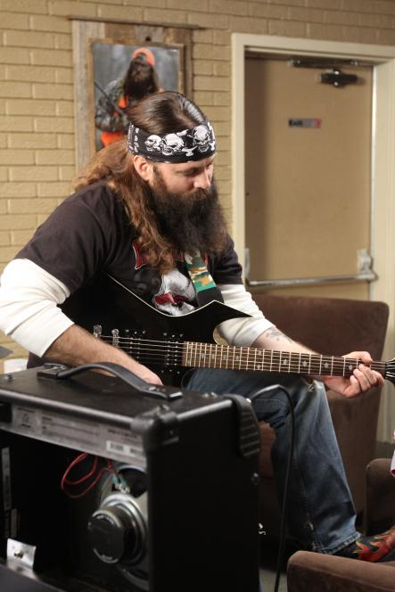 Willie Robertson tries to play guitar