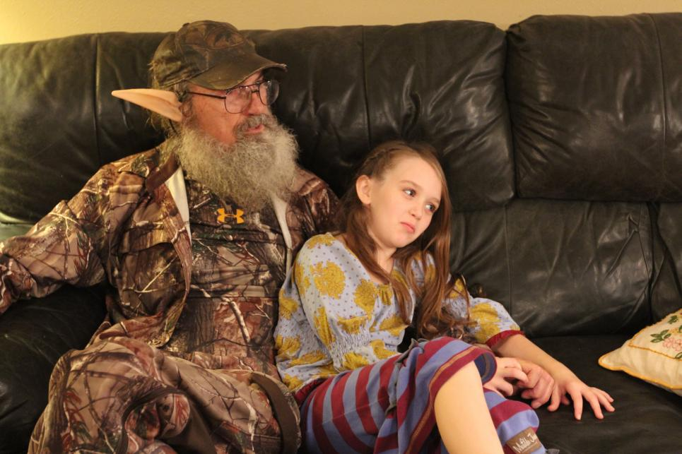 Elf Si sits with Lily Robertson