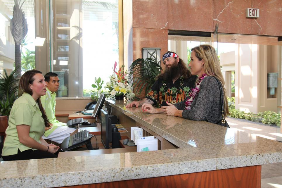 Willie and Korie check into hotel in Hawaii
