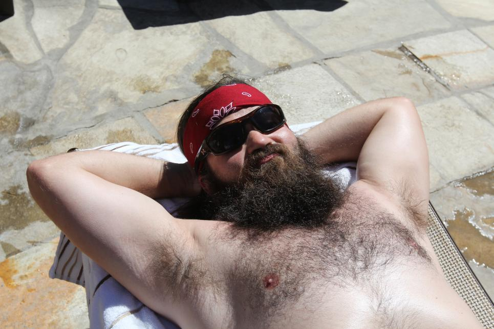 Jep relaxes shirtless at pool