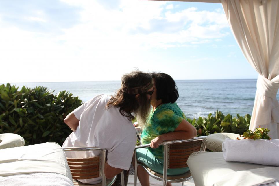 Phil and Kay Robertson kiss on beach