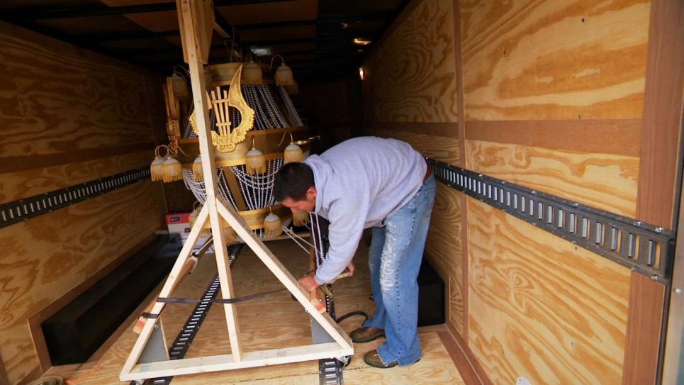 Jarrett picks up prop chandelier