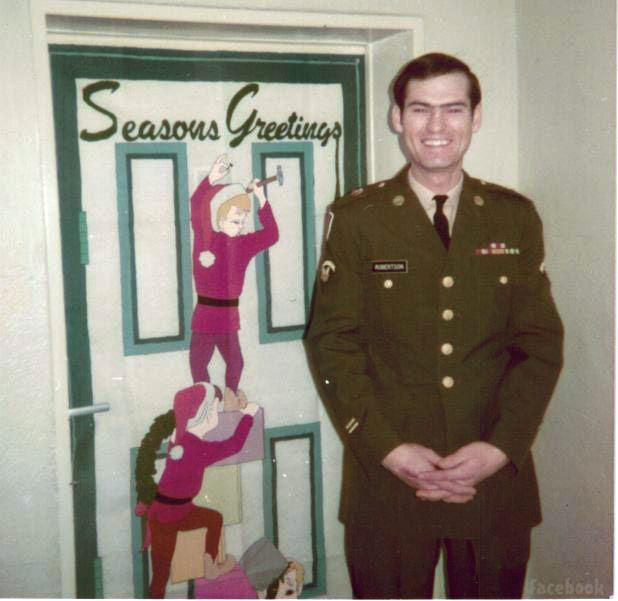 Young Si poses without beard in military dress