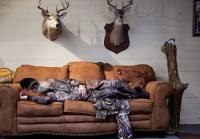 Uncle Si takes nap