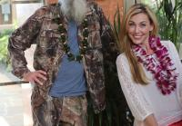 Si and Jessica Robertson pose in Hawaii