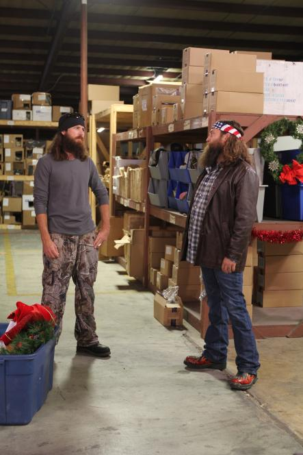 Willie tries to get Jase to dress as elf