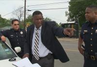 Det. Thompson meets with patrol officers.
